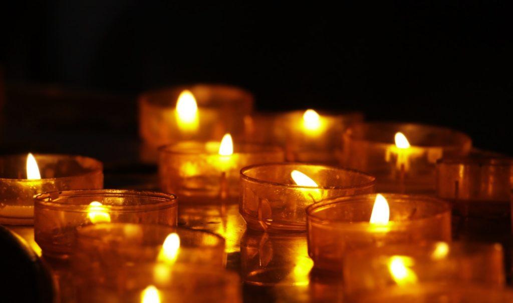 le deuil en psychologie : bougies