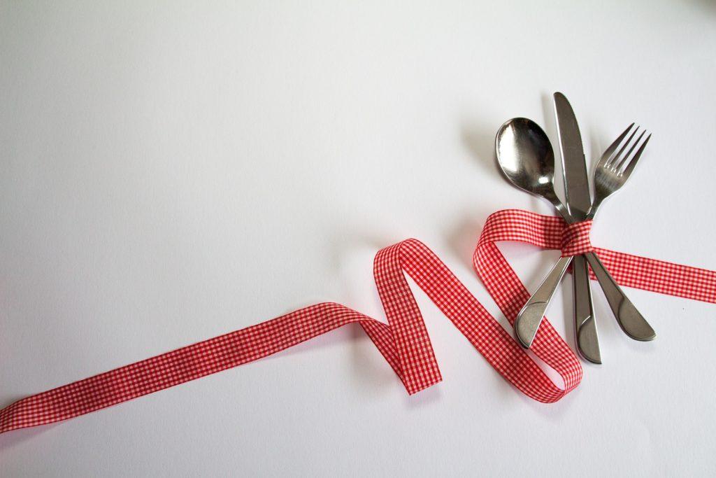 psychologue pour l'anorexie: des couverts sont noués